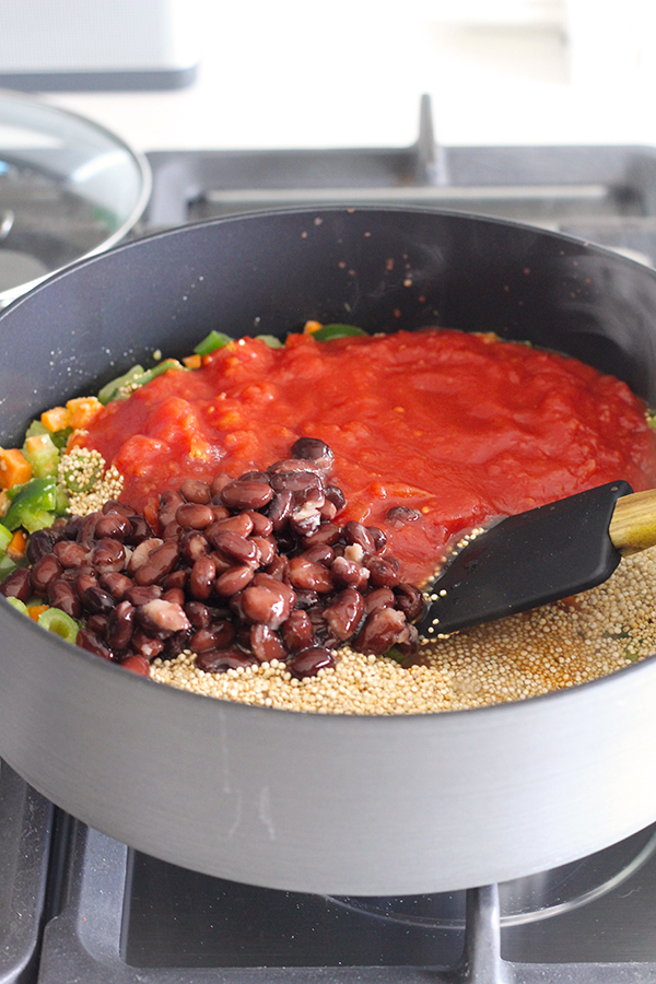 Healthy 100% Vegan One-Pan Mexican Quinoa. #vegan #recipe #quinoa | MyWifeMakes.com