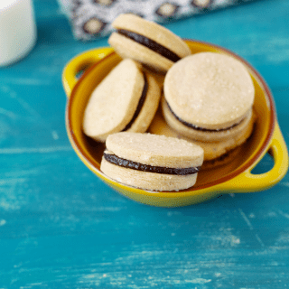 Homemade Nutella Sandwich Cookies (V)