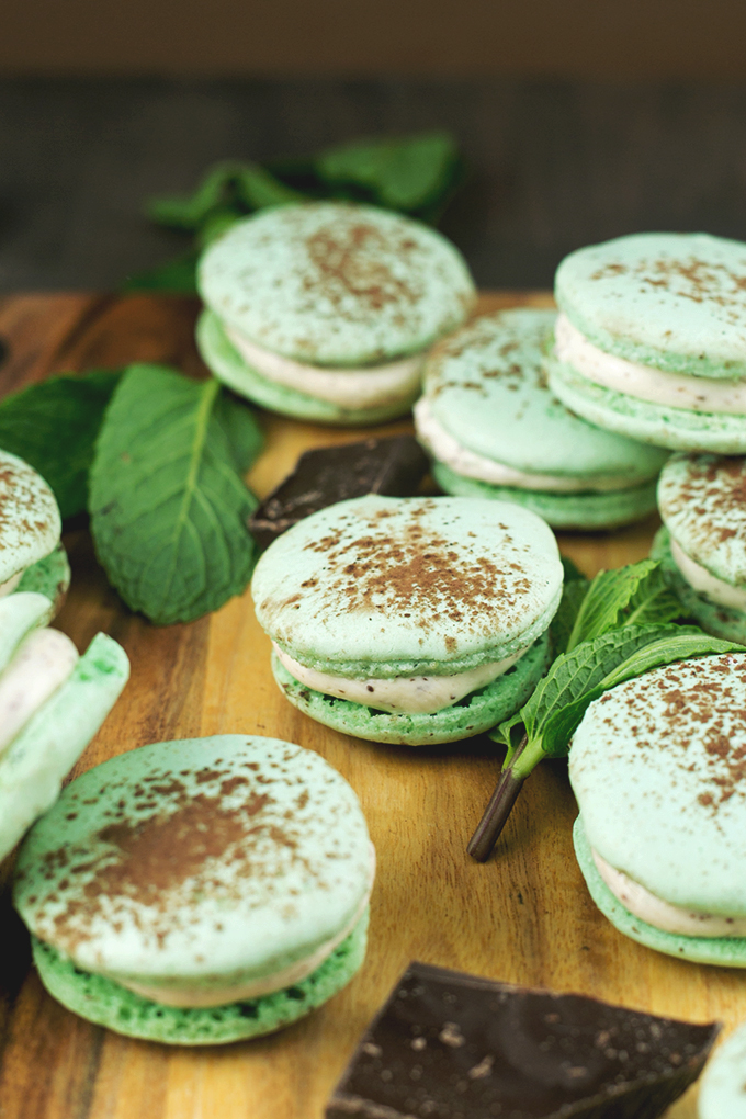 Mint Chocolate Chip Vegan Macarons using Aquafaba (Chickpea Brine). Sweet, Minty, full of Chocolate and 100% delicious. #vegan #macarons #aquafaba #chickpea #chocolate #veganrecipe #dessert #veganmacarons #sweets #dessert