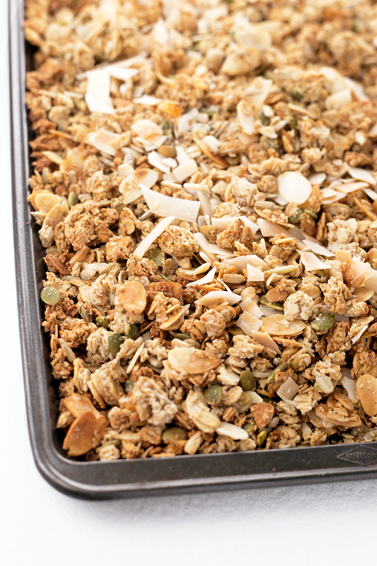 Vanilla Almond Vegan Granola - delicious Vegan granola loaded with clusters, flavored with Almond and Vanilla. #granola #vegan #healthy #vanilla #breakfast #delicious #almond #foodporn #homemade