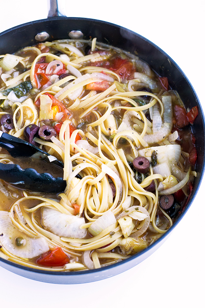 Vegan One Pot Pasta - all ingredients are cooked in one pot, and ready in under 20 minutes. #vegan #healthy #simple #recipes #pasta #onepot #delicious