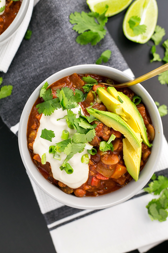 Vegan Chili Con Carne - a delicious, hearty and healthy one pot Chili Con Carne with Cashew Sour Cream. #vegan #vegetarian #chili #healthy #reciped
