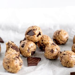 Vegan Chocolate Chip Cookie Dough Protein Bites