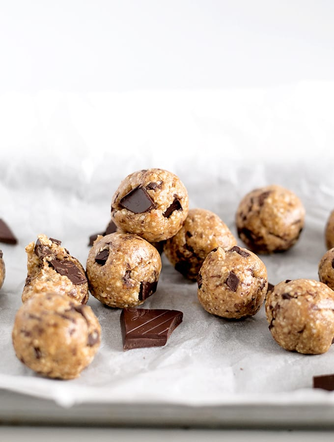 Vegan-Chocolate-Chip-Cookie-Dough-Protein-Bites-4