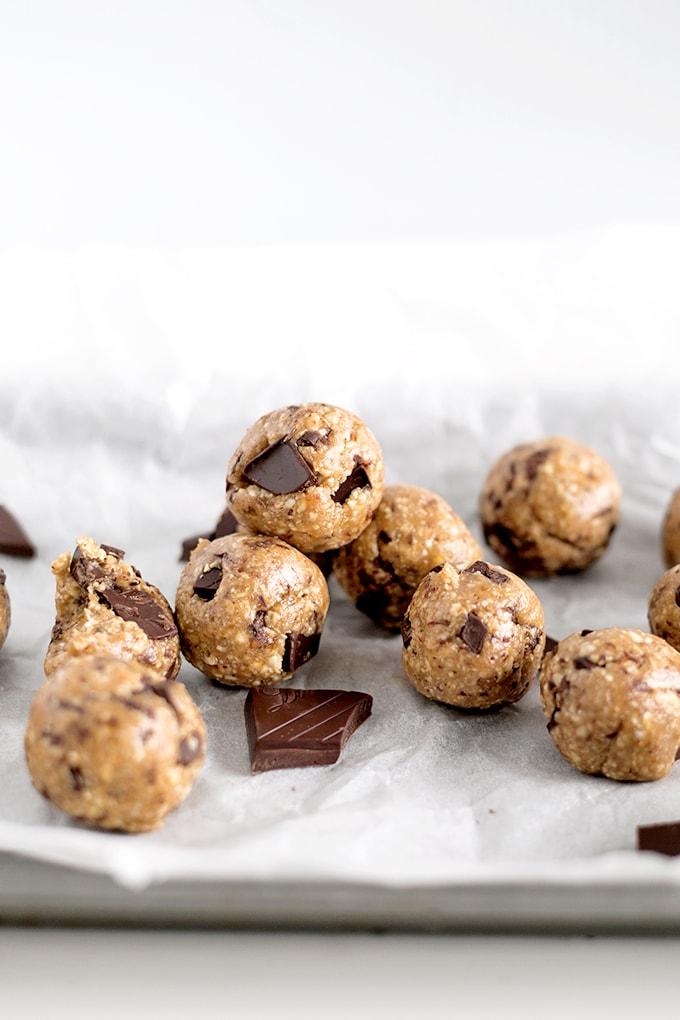 Vegan-Chocolate-Chip-Cookie-Dough-Protein-Bites-4