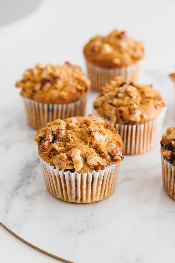 Vegan Pumpkin Muffins with Dark Chocolate and Walnuts #vegan #veganrecipes #pumpkin #muffins #recipe