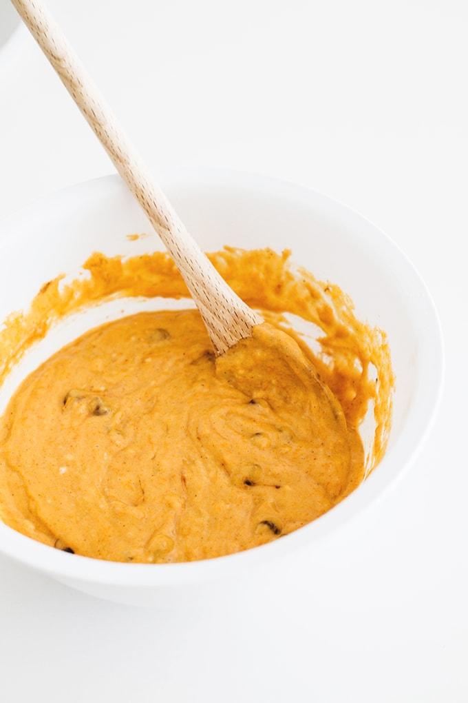 Vegan Pumpkin Muffins with Dark Chocolate and Walnuts #vegan #veganrecipes #pumpkin #muffins #recipe