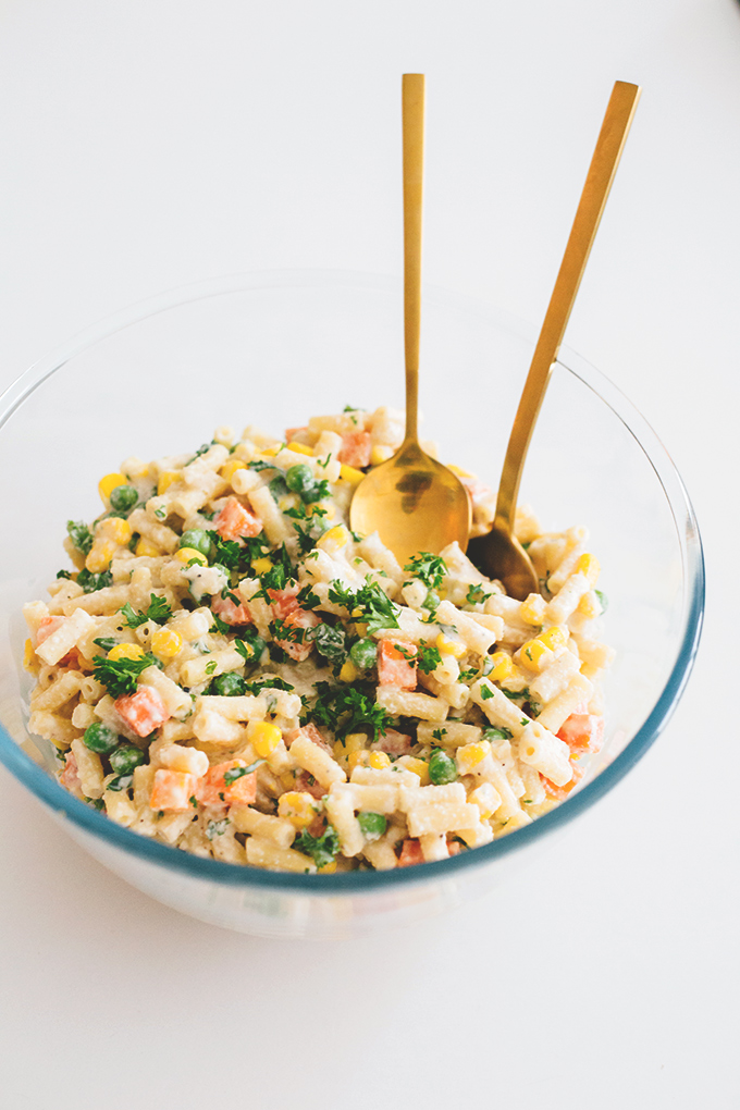 Creamy Vegan Pasta Salad with a Cashew Garlic and Parsley Dressing. Made in under 15 minutes, simple, delicious and free of trashy ingredients. #pasta #salad #healthy #vegan #cashew #pastasalad #veganrecipes #clean #eatclean