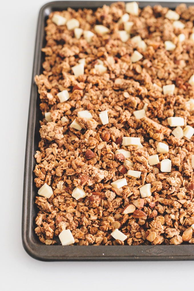 Delicious Vegan Chai Spiced Granola, a Healthy and Delicious Morning Cereal Treat. #vegan #cereal #snack #granola #chai #spiced #oats #oatmeal #almonds #healthy #simple