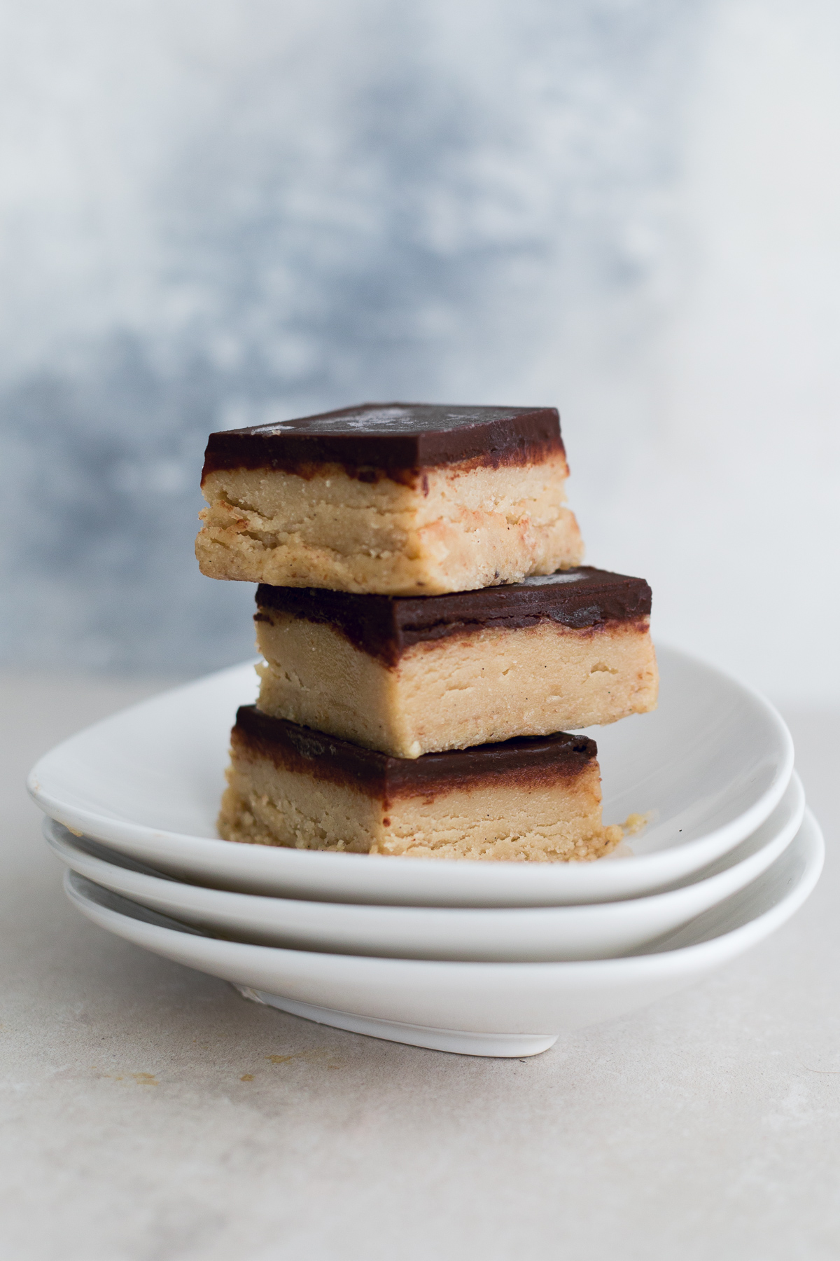 A delicious Raw Vegan Tahini Caramel Slice topped with Chocolate - easy to make, full of wholesome ingredients and completely DATE FREE. #simple #raw #vegan #chocolate #caramel #tahini #caramelslice #datefree #healthy #rawfood #desserts #plantbased