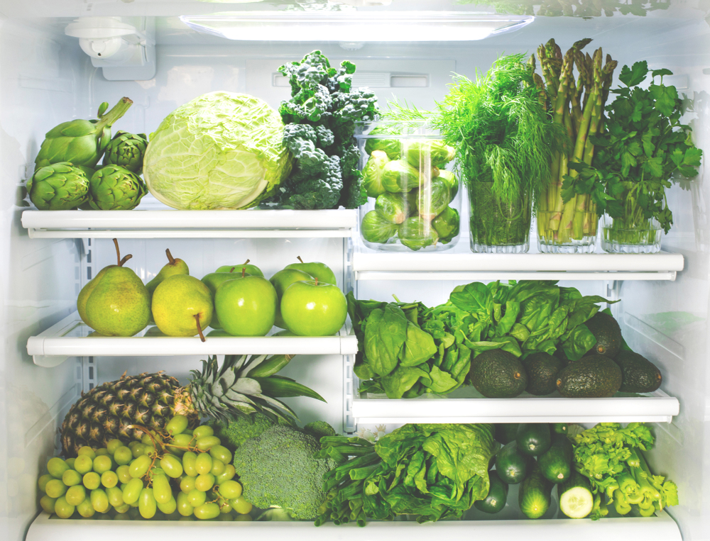 Tired of throwing your rotten groceries out? In this article, we have a look at how proper food storage can save both your groceries and bank account! #storage #foodstorage #foodwaste #zerowaste #foodhandling #groceries #savingmoney #veganfood