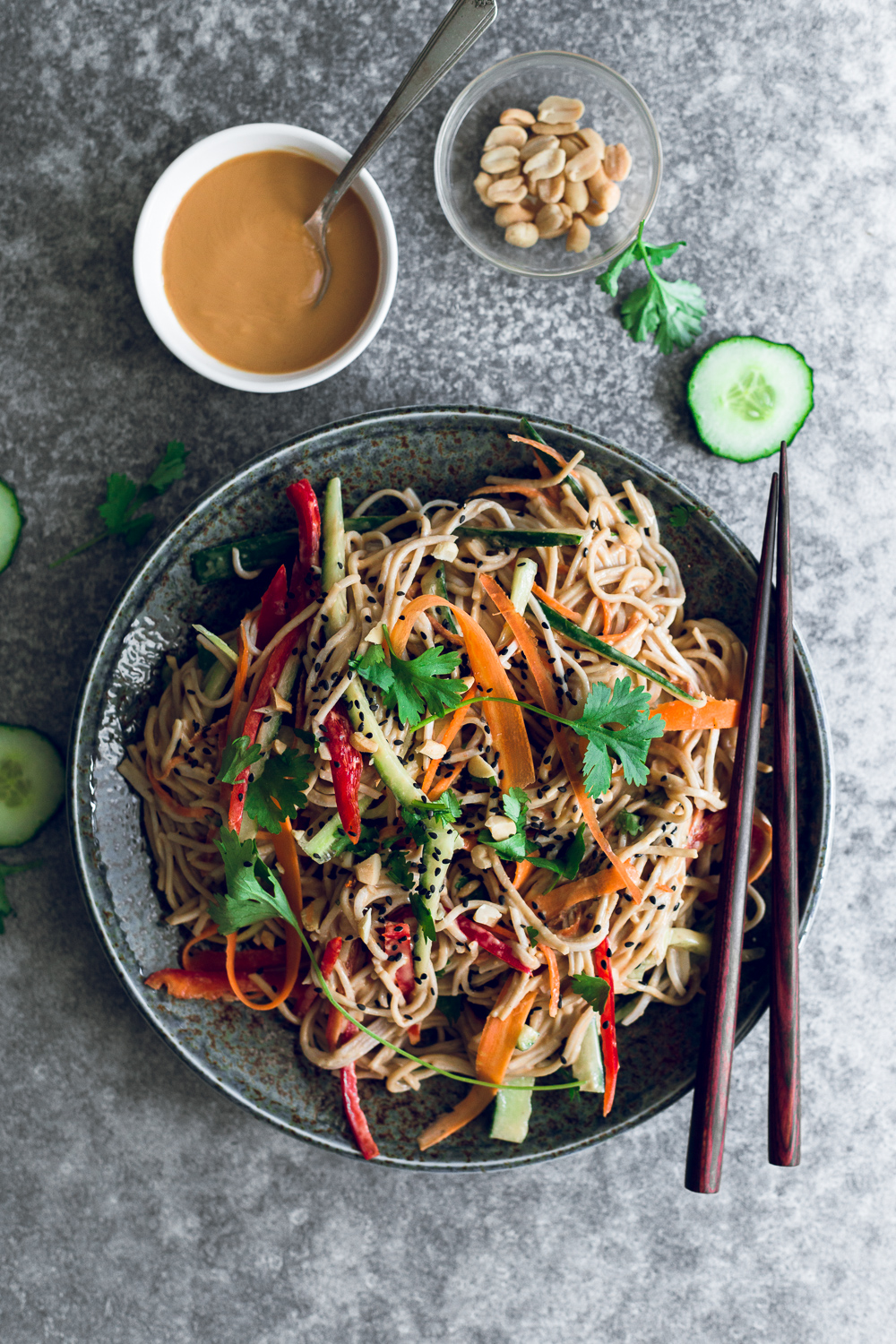 A delicious and healthy Vegan Peanut Soba Noodle Salad Recipe. Soba Noodles and Colorful Veggies dressed in an easy and delicious Peanut Sauce. #vegan #peanut #japanese #soba #noodle #salad #summer #simple #healthy #peanutbutter #lunchbox #packedlunch #cold