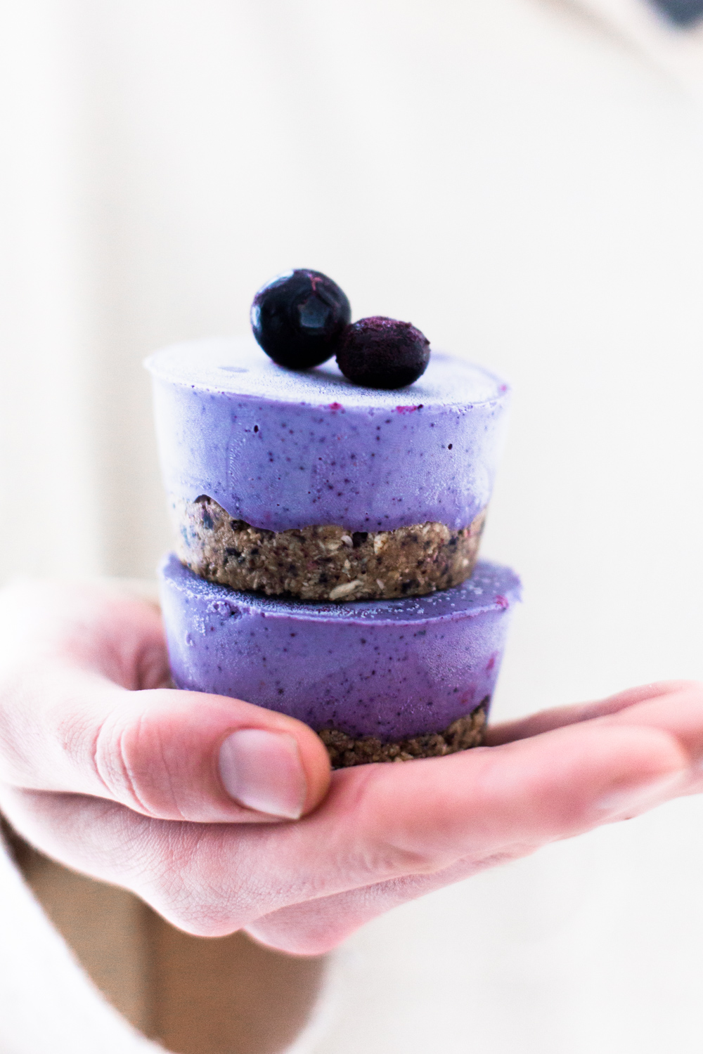 Delicious Raw Vegan Blueberry Cheesecake Bites with a fruity Oatmeal Crust. Refined Sugar Free and takes only 20 minutes to prepare. #vegan #cheesecake #raw #blueberrycheesecake #nobake #healthy #simple #icecream #cashews #veganrecipes #healthyvegan #natural #refinedsugarfree #healthydesserts #healthydessertrecipes