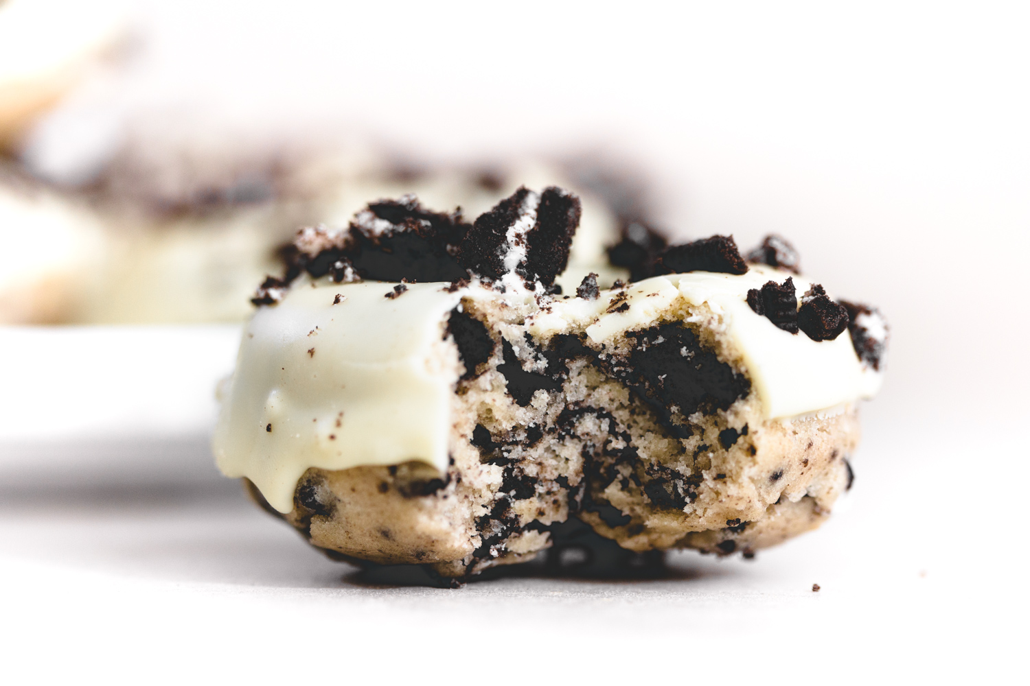 Vegan Oreo Donuts made in under 1 hour. The perfect Baked Vanilla Donuts studded with chunks of Oreo and iced with Vegan White Chocolate. YUMMEH. #vegan #donut #baking #bakeddonut #oreodonut #whitechocolate #cake #oreo #veganbakeddonuts #easy #dairyfree #eggless #simple